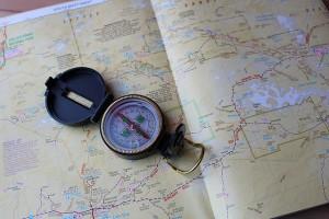 地図と方位磁石