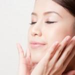 夏は化粧水のつけ方にも気をつけよう!毛穴を引き締める方法