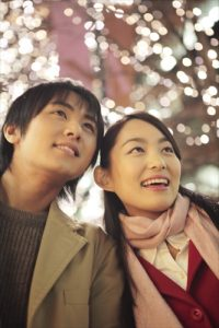 クリスマスデートのカップル